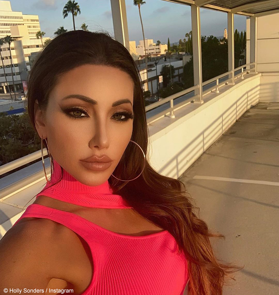 Holly Sonders showcases toned abs in cropped top and bikini bottom ensemble