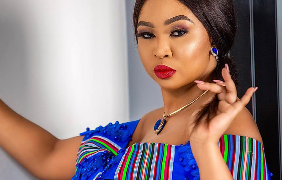 Ayanda Ncwane throws back to an image of her makeup done by Nomsa Madida